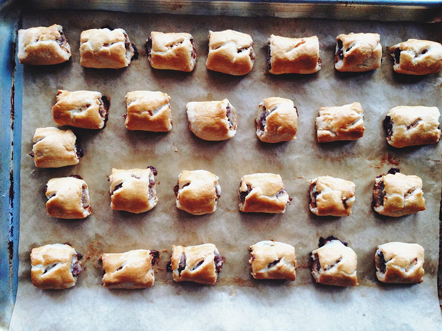 A regiment of rolls, fresh from the oven.