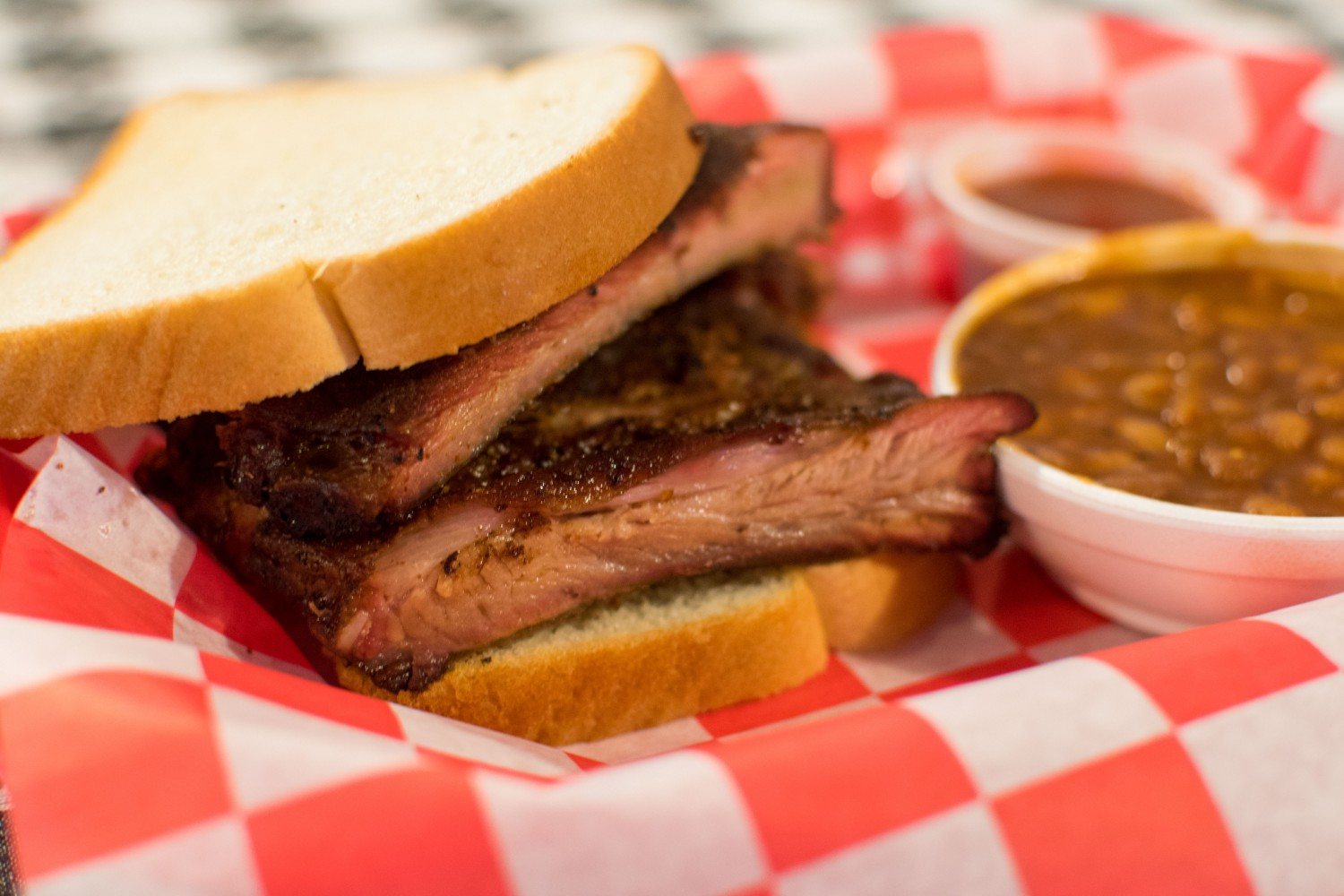 first look flyin u0027 pig bbq joint brings good que to benton rock